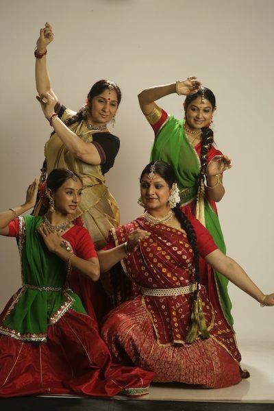 Bailarinas de danza Kathak de la India.