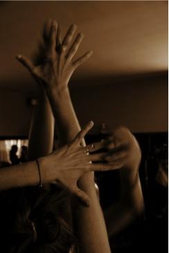 Manos en danza.