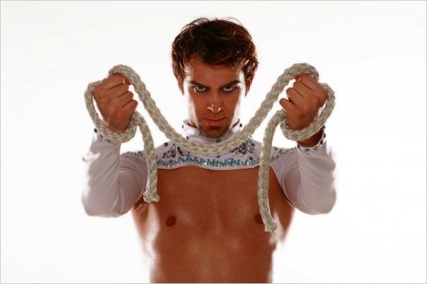 Ozgen, bailarín turco.