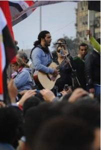 Ramy Essam, el cantante de la revolución egipcia.