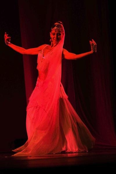 Vidhi, danza del vientre.