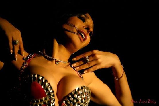 Dina, bailarina egipcia.