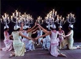 Troupe Reda, danza con candelabro.