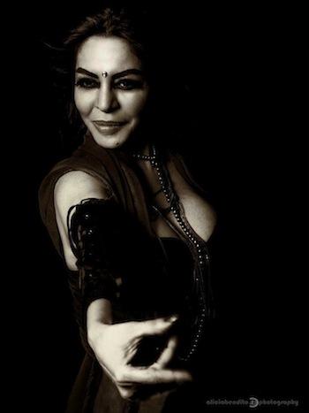 Carmen, musa gitana, por Larissa Vesci