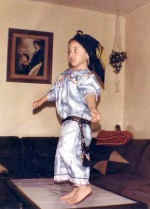 Djaouida bailando kabyle de niña