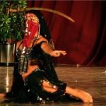 Nhua Kayali, danza con sable.